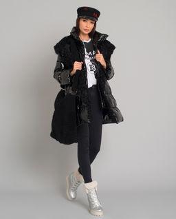 Czarna torba z kożuchem