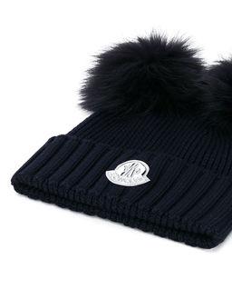 Wełniana czapka z futrzanymi pomponami