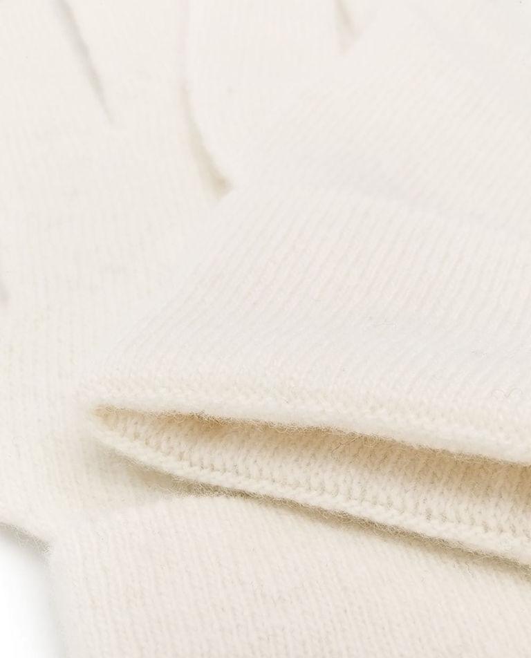 Białe wełniane rękawiczki