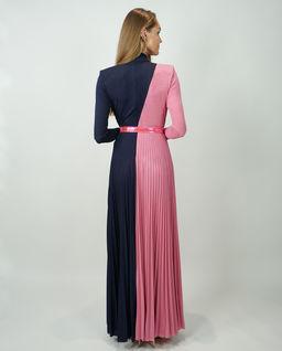 Sukienka ze skośnym rozcięciem