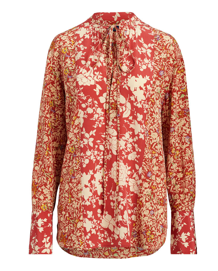 Czerwona bluzka w kwiaty