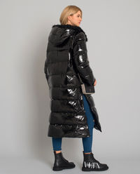 Czarny płaszcz puchowy z kapturem
