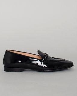 Czarne lakierowane loafery
