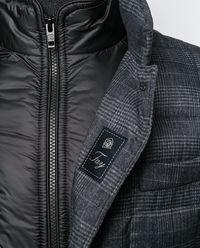 Pikowana kurtka w kratę