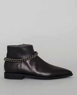 Czarne botki z łańcuchem