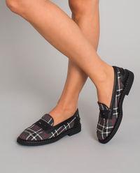 Granatowe loafery w kratę