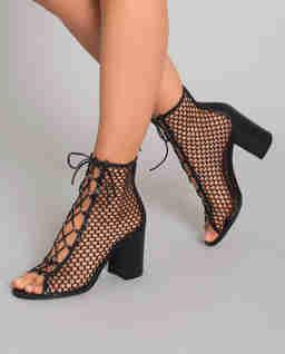 Czarne sandały na słupku Santana