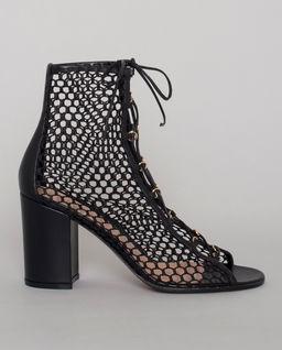 Czarne sandały na słupku
