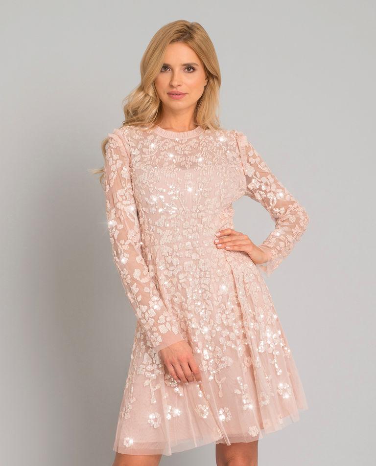 Różowa sukienka z cekinami