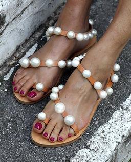 Sandały z perłami Chantilly
