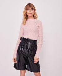 Różowy sweter z guzikami