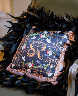 Poduszka z satyny z naturalnymi piórami Moscow