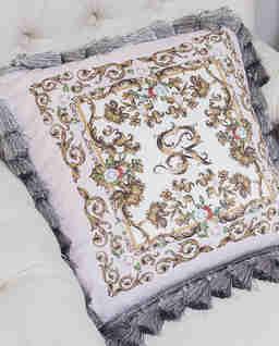 Satynowa poduszka z frędzlami Vienna