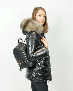 Czarna kurtka z naturalnym futrem