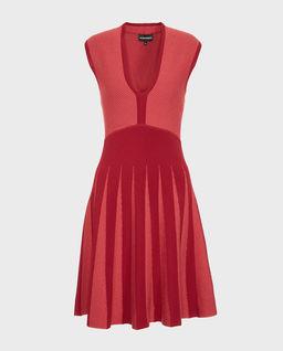 Sukienka z modelowaną talią