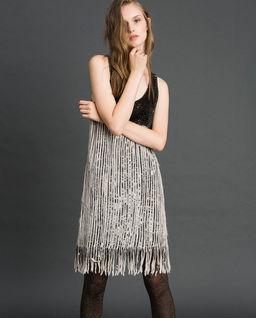 Sukienka cekinowa z frędzlami