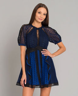 Sukienka z geometryczną koronką