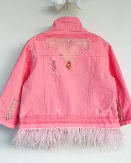 Jeansowa kurtka z piórami