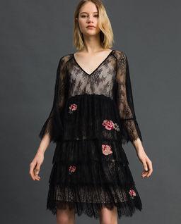 Koronkowa sukienka z haftowanymi kwiatami Valenciennes