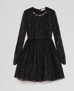 Koronkowa sukienka z aplikacją