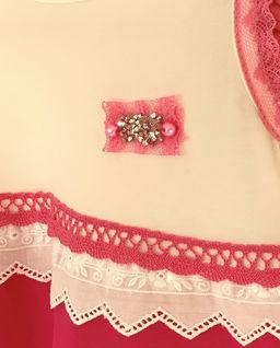 Sukienka biała w różowe pasy