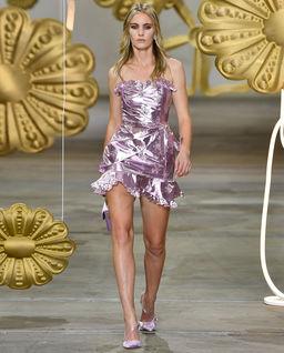 Metaliczna sukienka z haftem