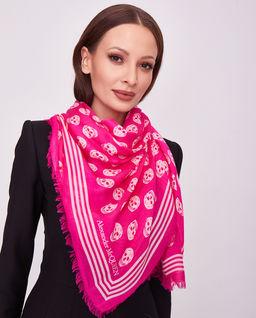 Różowa chusta w czaszki