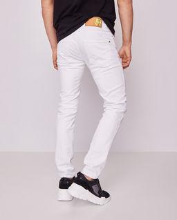 Białe spodnie jeansowe z przetarciami