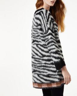 Szary sweter w paski