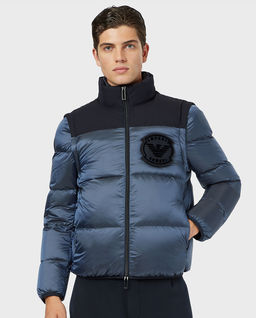 Nylonowa kurtka z odpinanymi rękawami