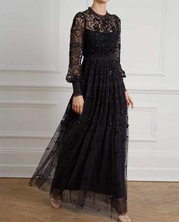 Czarna suknia Whitethorn