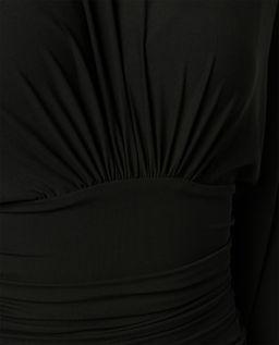 Czarna sukienka z odkrytymi plecami