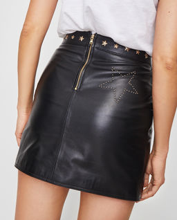 Skórzana spódnica mini ze złotymi jetami