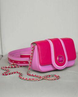 Różowa torebka z logo