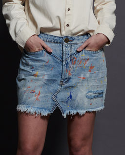 Jasnoniebieska spódnica jeansowa
