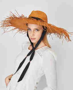 Słomiany kapelusz z wstążką