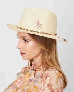 Béžový slaměný klobouk