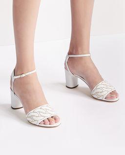 Białe sandały na obcasie Catanasse