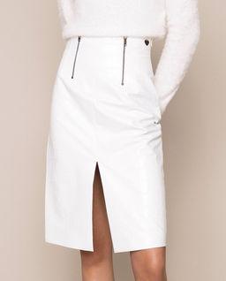 Biała spódnica z printem krokodyla