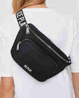 Czarna torebka na pas