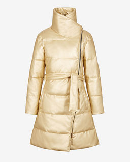 Złoty, pikowany płaszcz