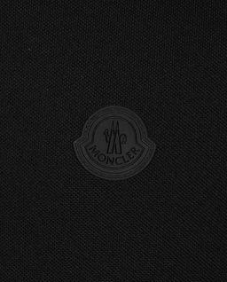 Czarna koszulka polo z naszywką