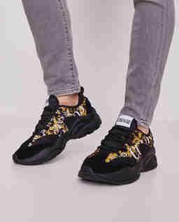 Czarne sneakersy z nadrukiem
