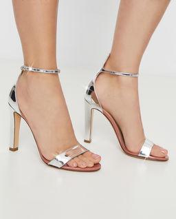 Srebrne sandały na słupku