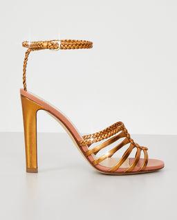 Metaliczne sandały na słupku