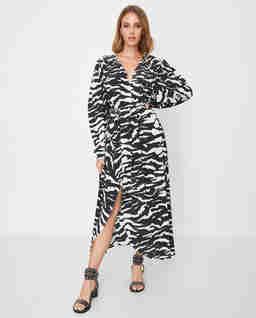 Jedwabna sukienka ze wzorem zebry