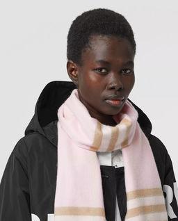 Różowy szalik w kratkę
