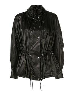 Czarna kurtka ze ściągaczem