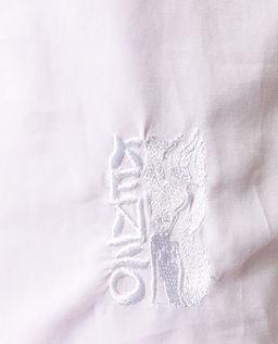 Bíla halenka s pufovanými rukávy