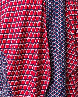 Dvoubarevná sukně s geometrickým vzorem